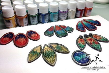 Free Tutorial: Bright jewelry blanks covered with Pebeo paints