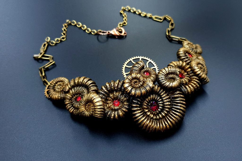 Patron $3+ Video Tutorial: Necklace with faux Ammonites 1