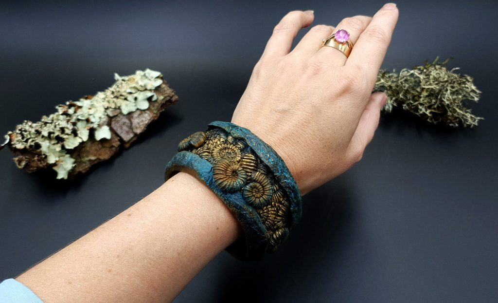 Free Tutorial: Bracelet with Faux Fossil Ammonites in Rock 9