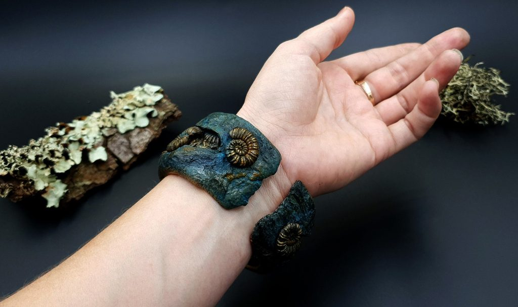 Free Tutorial: Bracelet with Faux Fossil Ammonites in Rock 1