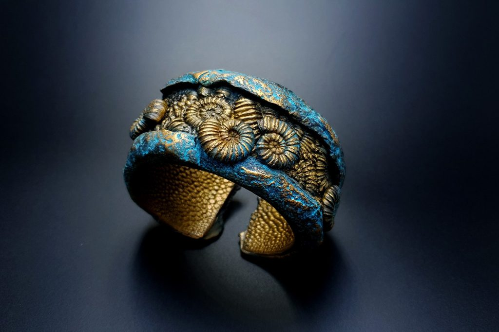 Free Tutorial: Bracelet with Faux Fossil Ammonites in Rock 7