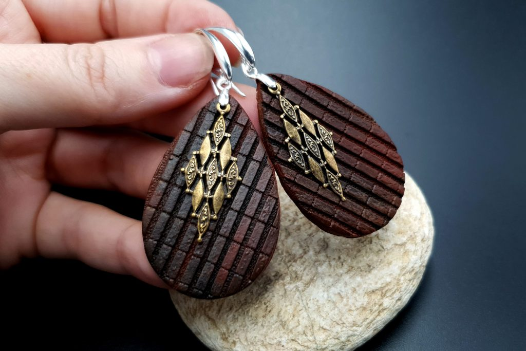 Free Video Tutorial: How to make Attractive Textured Polymer Clay Earrings 5