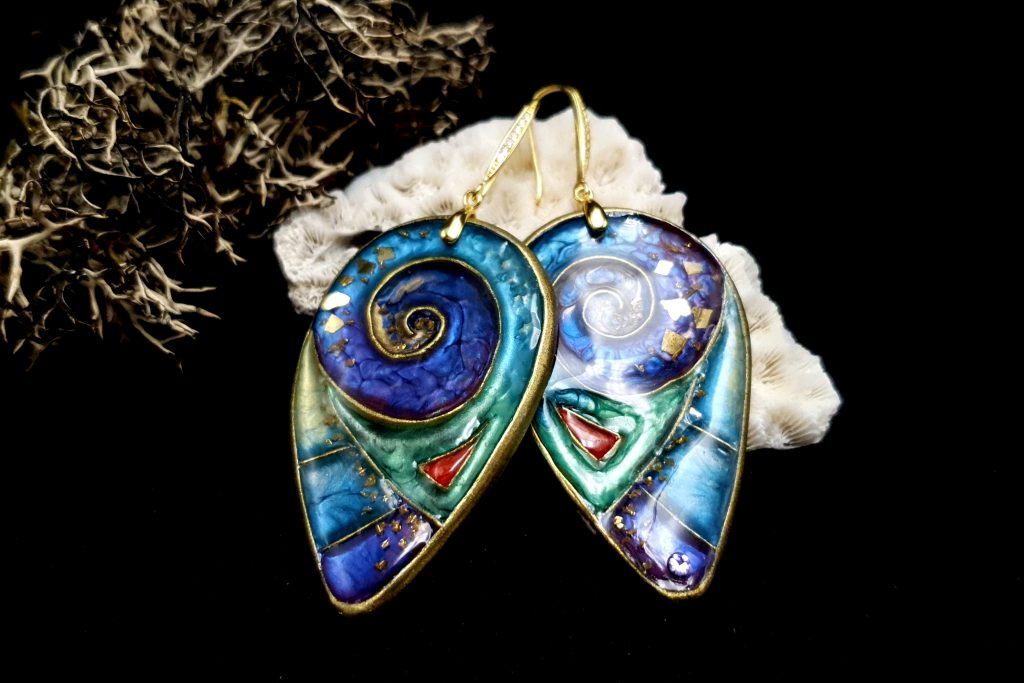 Free Video Tutorial: How to make cloisonne earrings with Pebeo Paints. 2