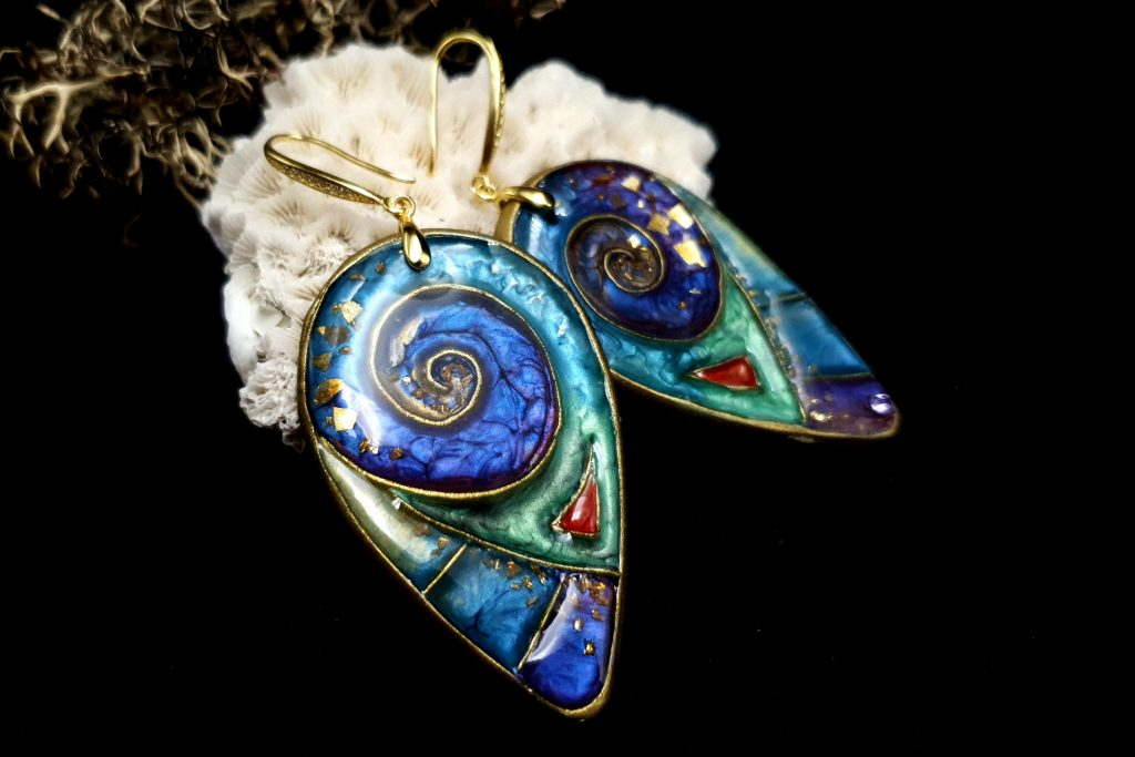 Free Video Tutorial: How to make cloisonne earrings with Pebeo Paints. 4